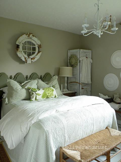 Vintage bedroom - love the architectural details
