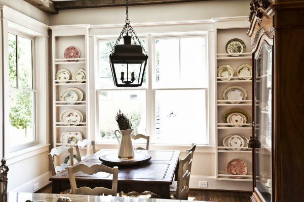 Breakfast room with beautiful plate racks