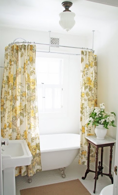 Beautiful farmhouse bathroom eclecticallyvintage.com