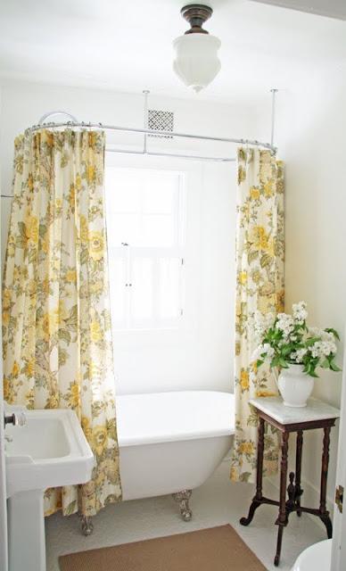 Beautiful farmhouse bathroom kellyelko.com
