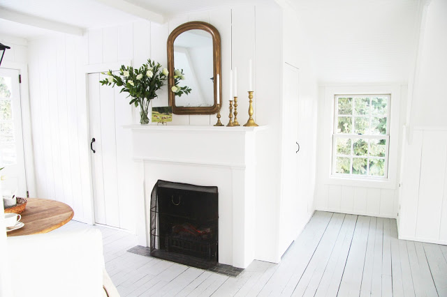 Beautiful light and airy farmhouse tour eclecticallyvintage.com