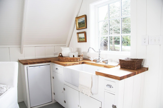 Beautiful farmhouse kitchen eclecticallyvintage.com