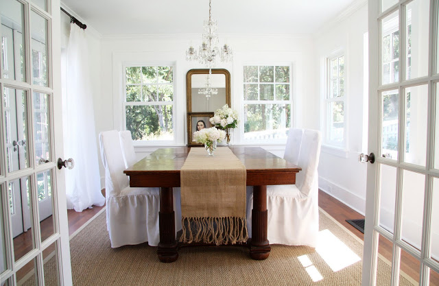Love this airy white farmhouse dining room eclecticallyvintage.com