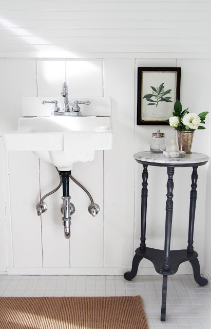 Love this vintage sink! eclecticallyvintage.com