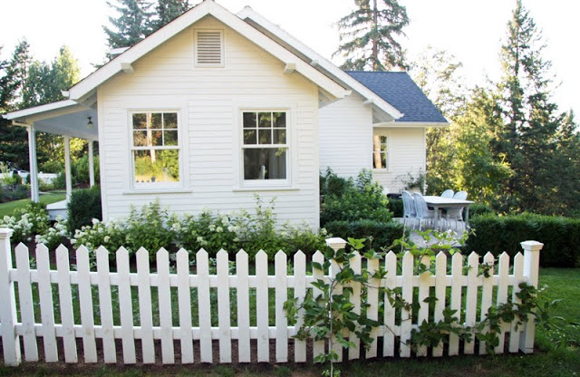 Tour this picture perfect picket fence farmhouse of A Country Farmhouse kellyelko.com