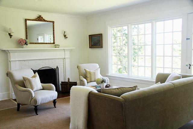 Simple farmhouse living room of A Country Farmhouse kellyelko.com