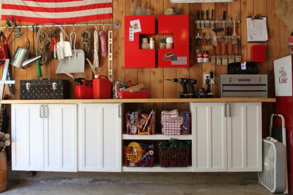 Love this garage storage - so organized! eclecticallyvintage.com