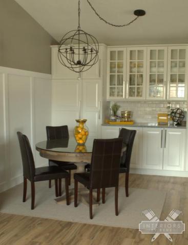 Kitchen nook - love the built-ins kellyelko.com