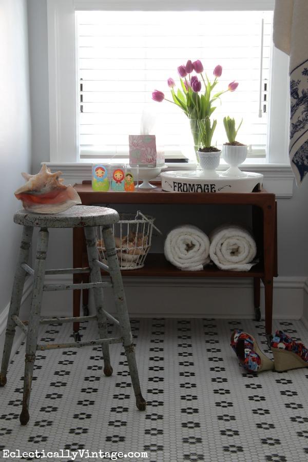 Freshen up a bathroom with style! kellyelko.com #KleenexStyle