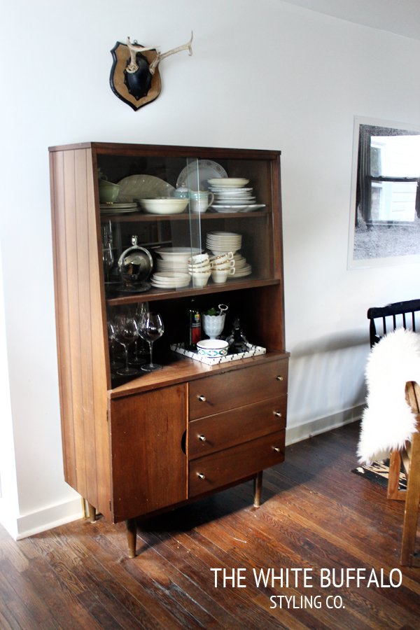 Love this mid century hutch - perfect for displaying treasures kellyelko.com
