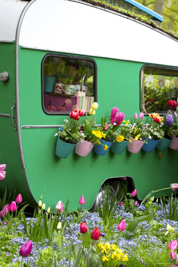 vintage camper garden kellyelkocom - Unique Garden Ideas Decorating
