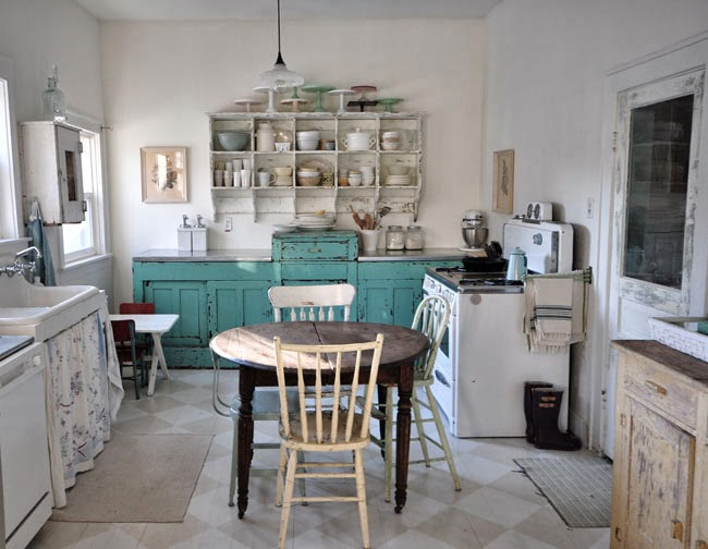 Eclectic Home Tour - Vintage Whites kellyelko.com
