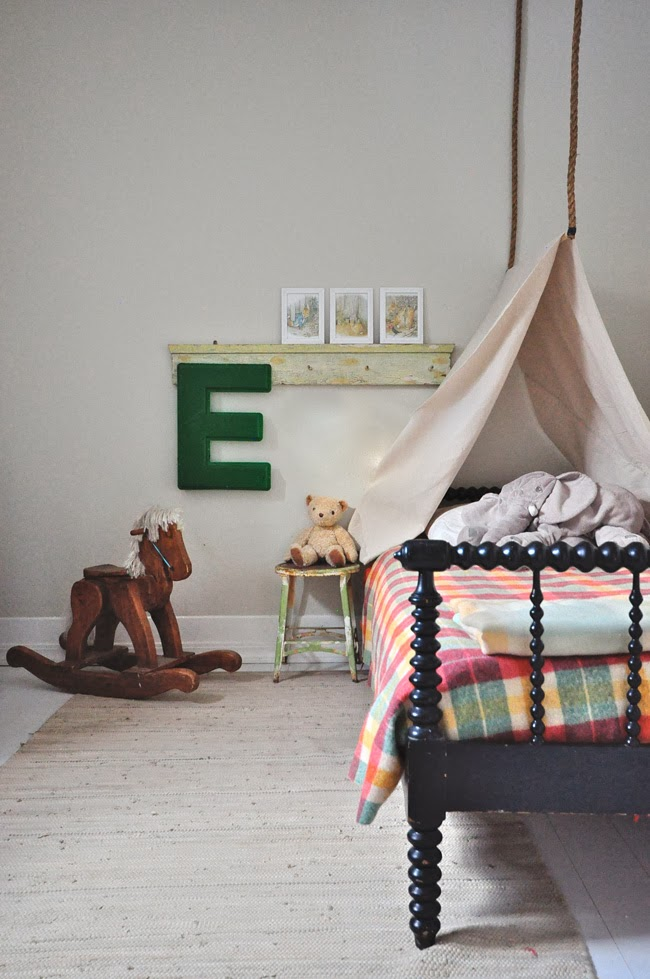 Make a tent bed for your kid! kellyelko.com