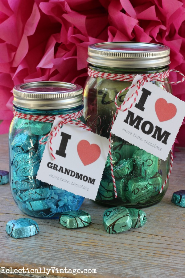 Give mom the gift of chocolate - with these adorable FREE Mother's Day printables gift tags!  eclecticallyvintage.com