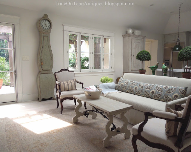 Beautiful family room and home tour eclecticallyvintage.com