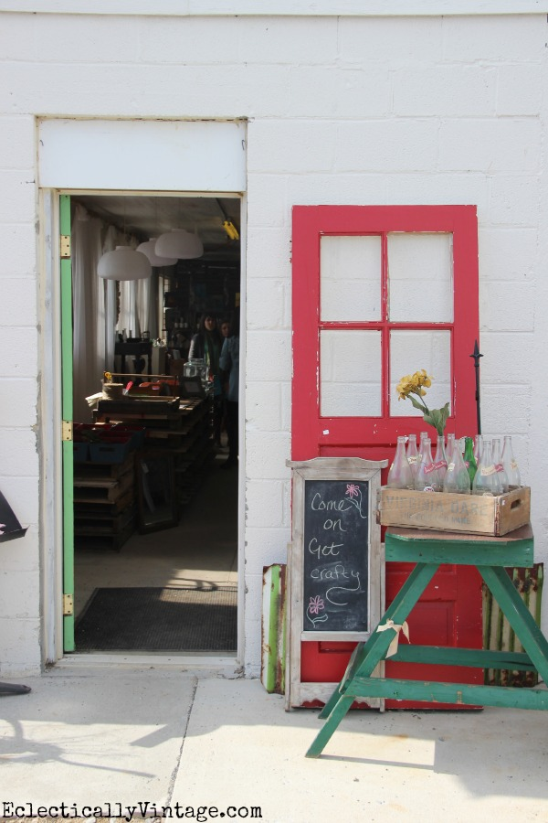 Sweet Clover Barn in Frederick MD - a vintage lover's paradise! eclecticallyvintage.com