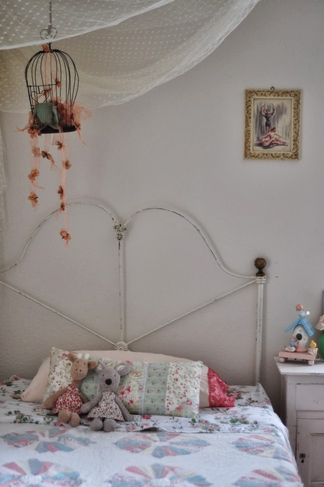 Vintage iron bed kellyelko.com