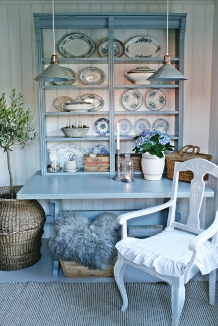 Beautiful blue hutch and plate display eclecticallyvintage.com