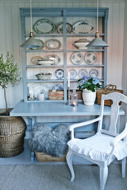Beautiful blue hutch and plate display kellyelko.com