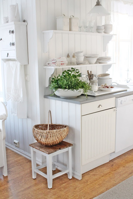 White cottage kitchen - love the open shelves eclecticallyvintage.com