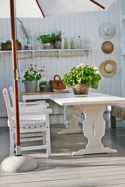 Beautiful outdoor patio with lots of style eclecticallyvintage.com