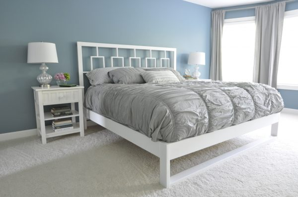 Love this headboard and frame that they built! eclecticallyvintage.com