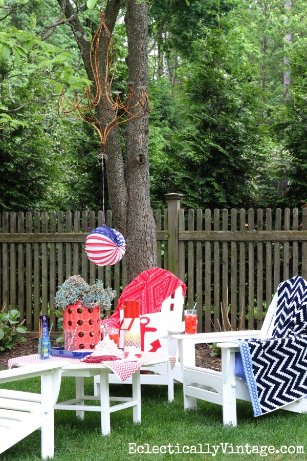 Patriotic Picnic - love this look for summer outdoor entertaining kellyelko.com