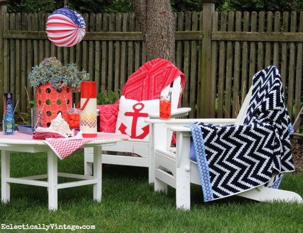 Patriotic red, white and blue outdoor entertaining! eclecticallyvintage.com