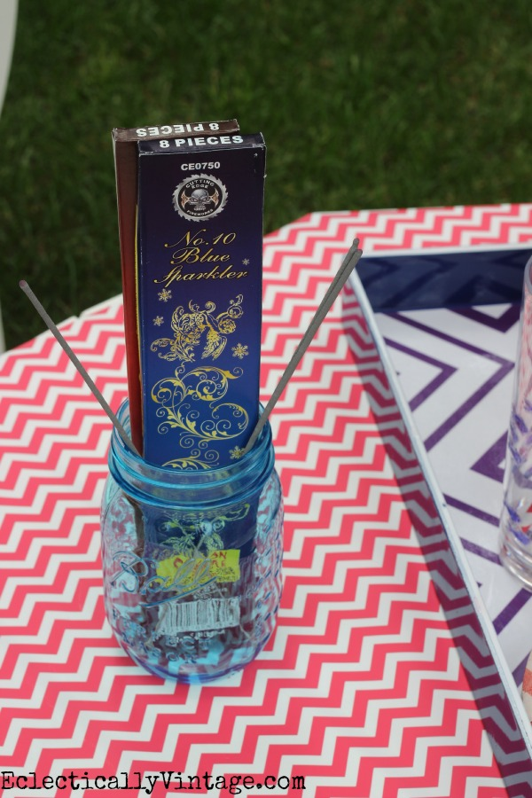 Sparklers - what a fun patriotic picnic! eclecticallyvintage.com