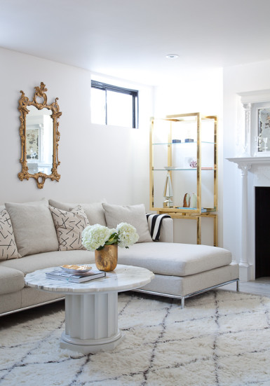 Beautiful living room mix of vintage and modern - love the brass accents kellyelko.com