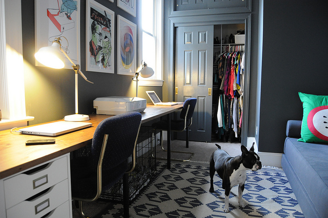 Gorgeous home office - love the dramatic walls eclecticallyvintage.com