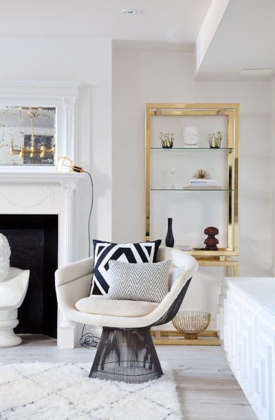 Brass accents in this modern meets vintage living room kellyelko.com