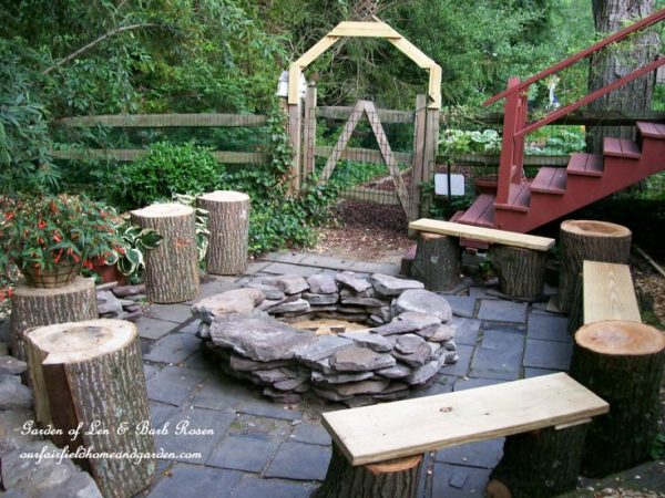 Outdoor fire pit area - love the stump stools kellyelko.com