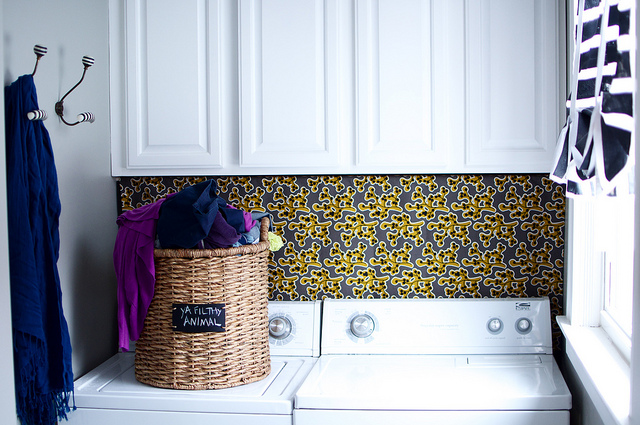 Pop of pattern in the laundry room kellyelko.com