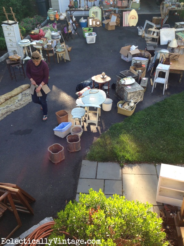 Tips for throwing a killer yard sale! kellyelko.com