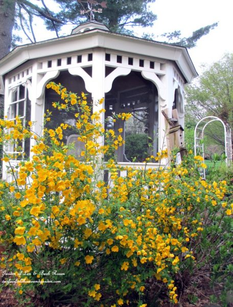 Gazebo in this beautiful garden tour kellyelko.com