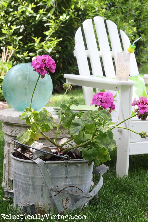 The perfect outdoor place to relax - love the unique planter kellyelko.com