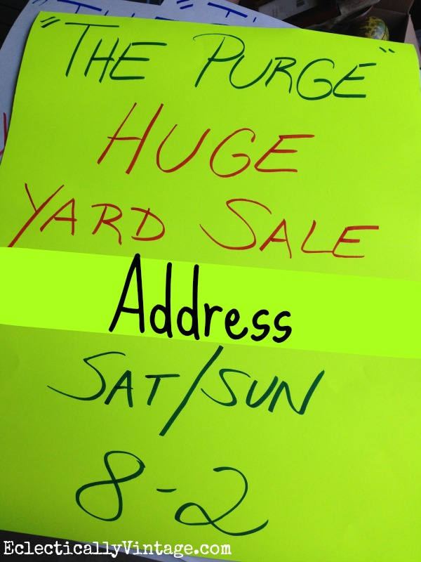 Yard Sale Sign - tips for throwing the best yard sale ever! kellyelko.com