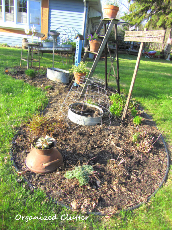 See how to plan a gorgeous flower garden - you've got to see the colorful after! kellyelko.com