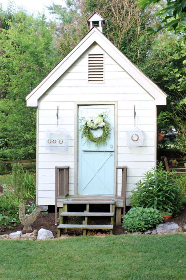 Check out how this playhouse was transformed into a craft shed! kellyelko.com