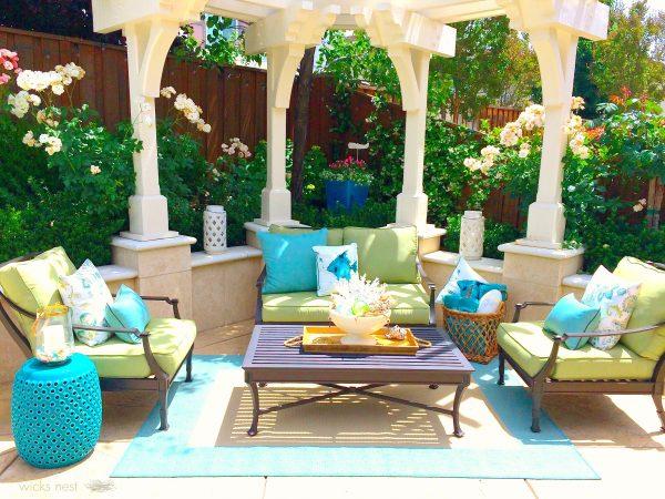 Gorgeous outdoor patio - love the pergola kellyelko.com