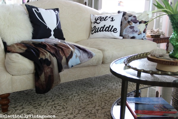 See how easy it is to create your own custom pillows and throws! kellyelko.com