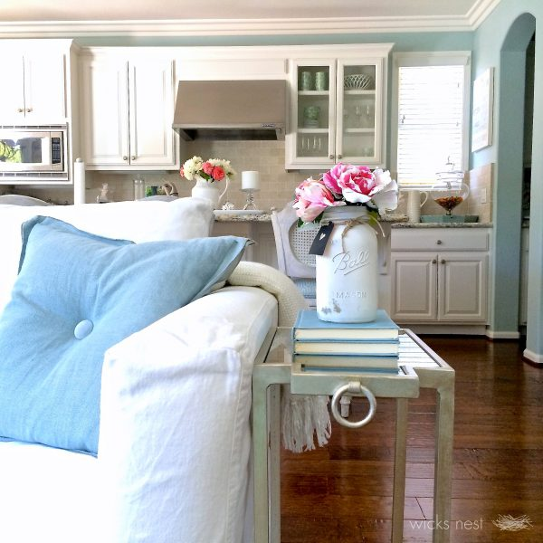 Love the open floor plan in this beautiful home tour kellyelko.com