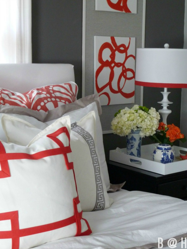 Love the red accents in this dramatic bedroom kellyelko.com