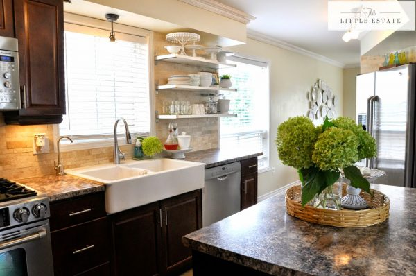 Love the mix of open shelves and cabinets in this kitchen kellyelko.com