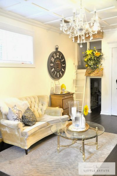 Such a pretty room with the gold accents and that chandelier kellyelko.com