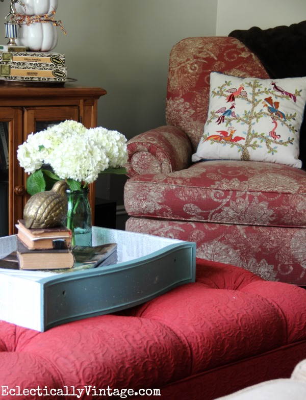 Cozy family room - love the tray and fun bird pillow! eclecticallyvintage.com #EclecticallyFall