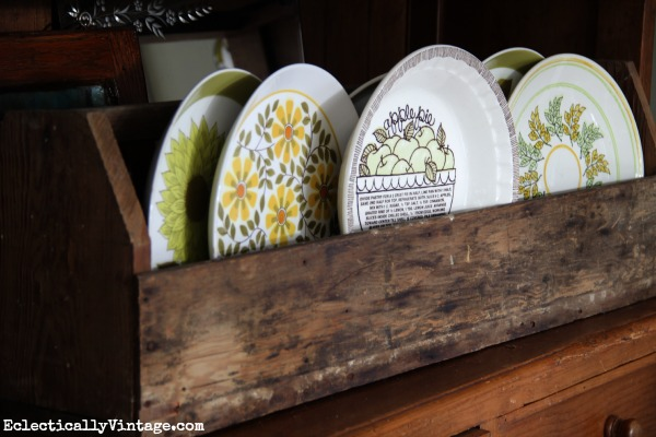 Old wood toolbox is perfect for displaying favorite plates eclecticallyvintage.com #EclecticallyFall