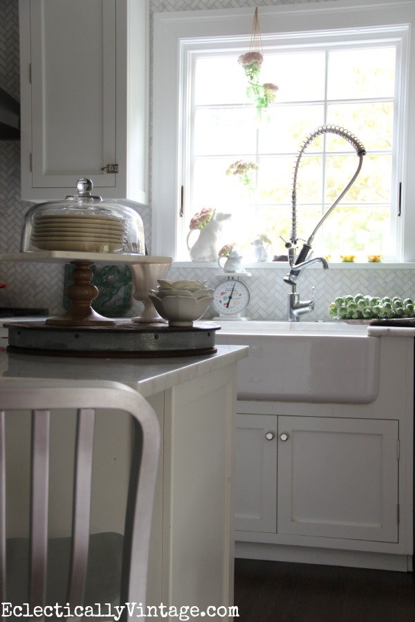 Gorgeous white kitchen decorated for fall kellyelko.com #EclecticallyFall