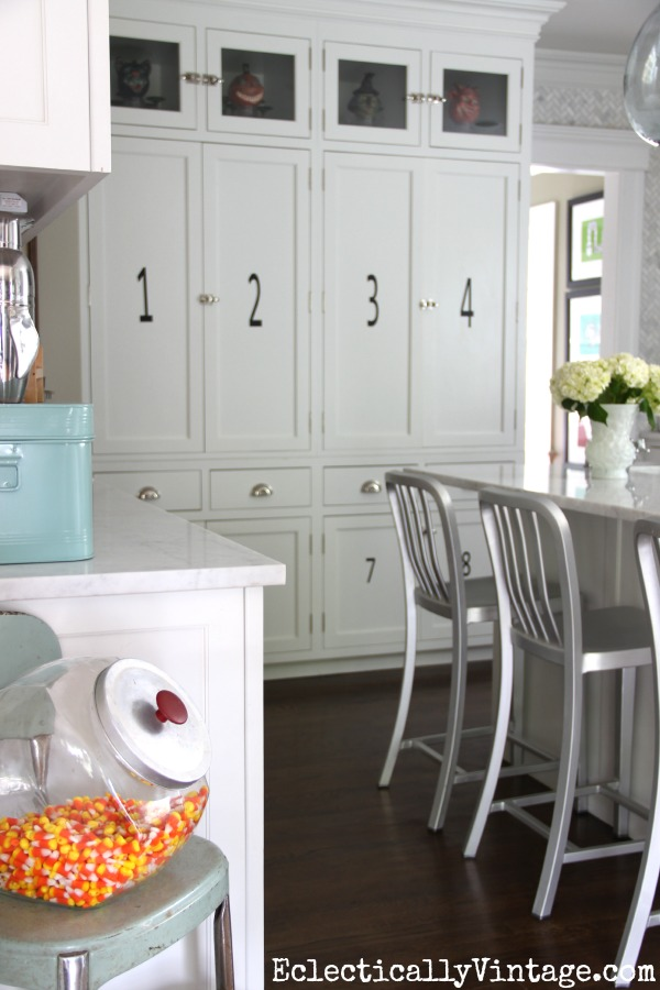 Gorgeous white kitchen decorated for fall eclecticallyvintage.com